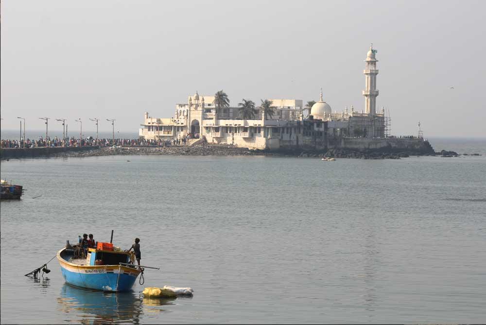 Haji-Ali-Dargah-mosque-mumbai-bombay-india