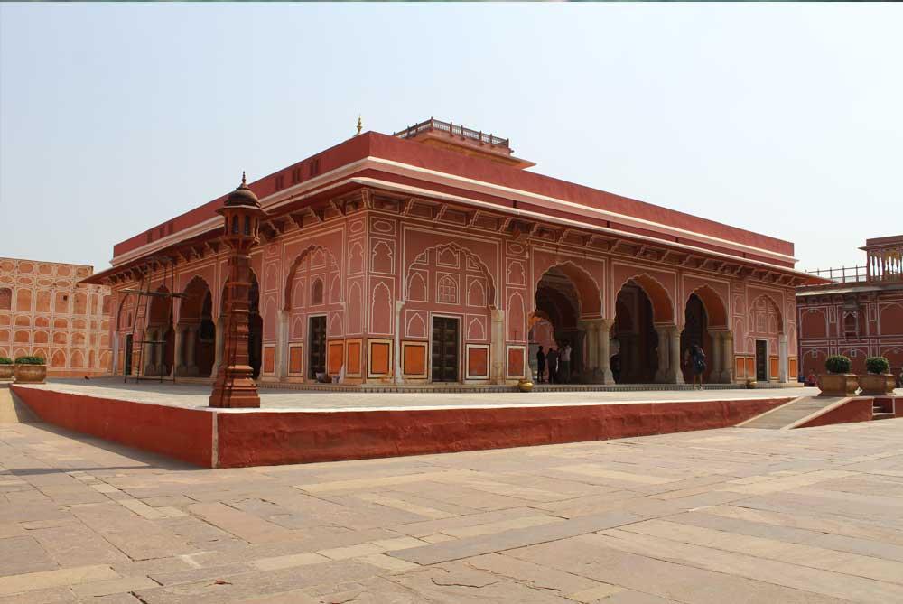 city-palace-garden-jaipur-india