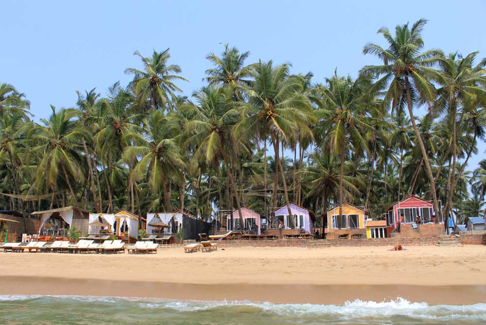 colourful-huts-palolem-beach-goa-india