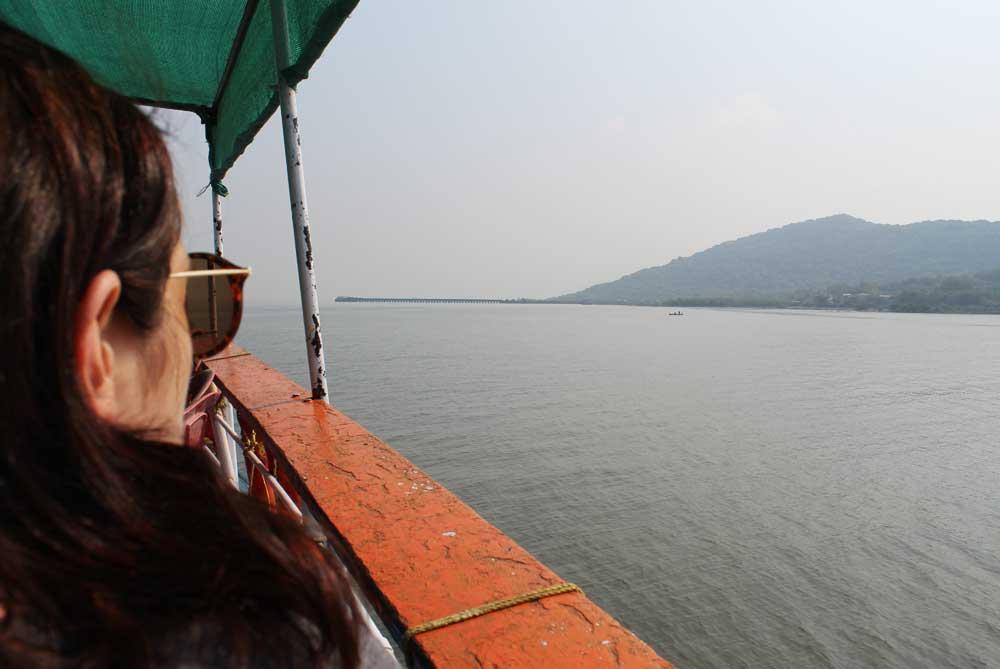 ferry-elephanta-caves-mumbai-bombay-india