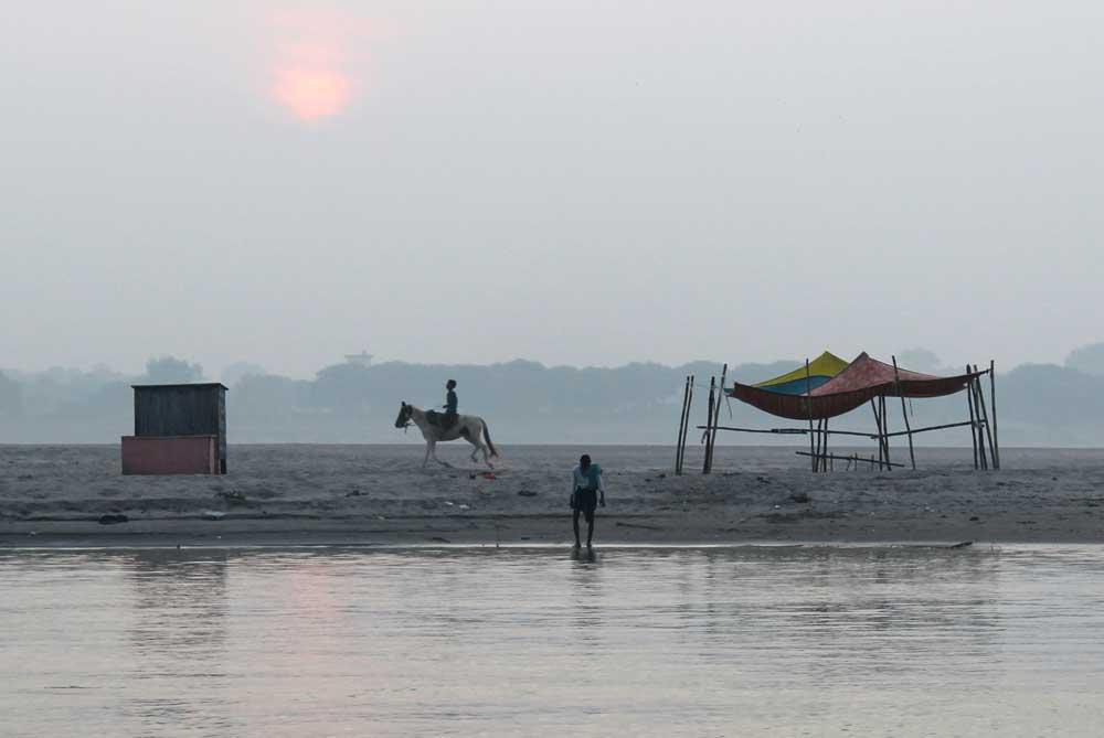 ganges-river-bank-varanasi-india
