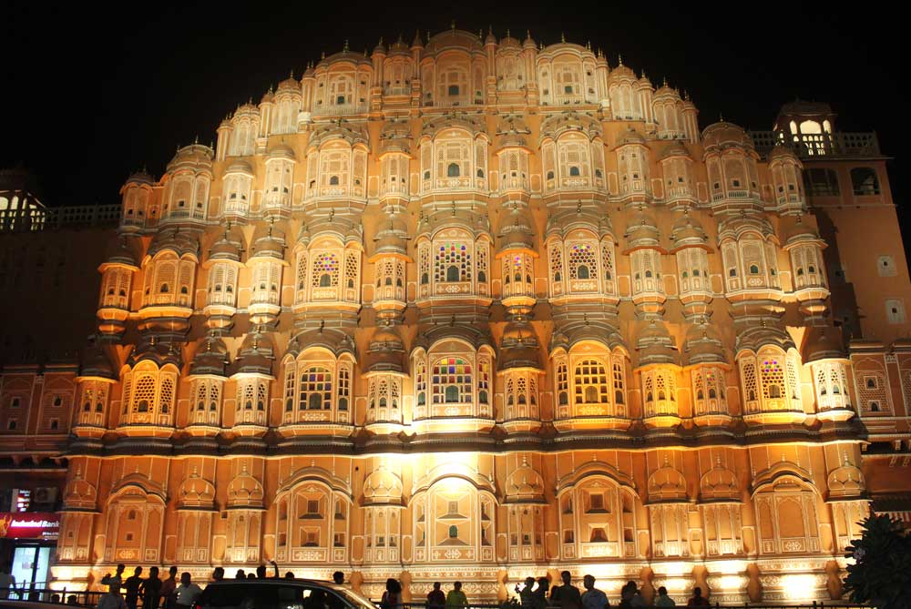 hawa-mahal-at-night-jaipur-india