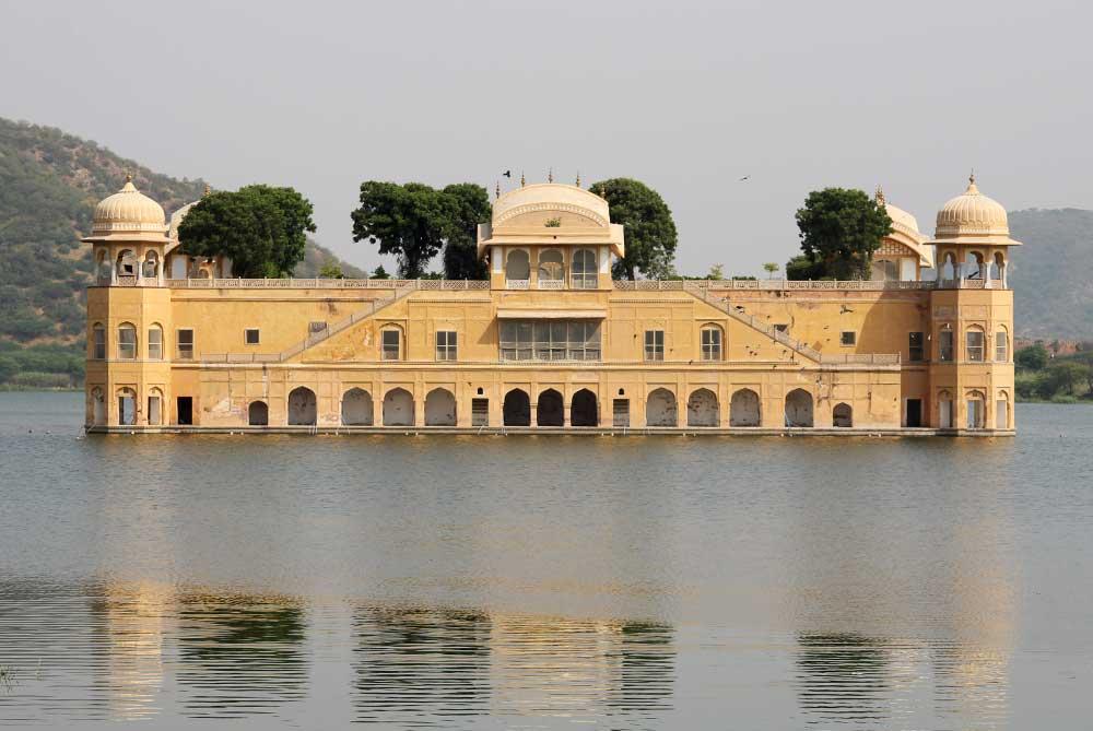 jal-mahal-palace-jaipur-india