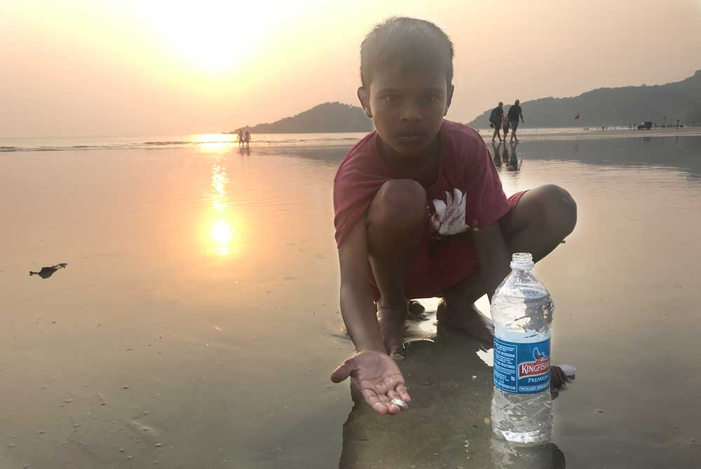 local-fisher-boy-palolem-beach-goa-india