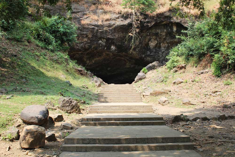 one-cave-elephanta-caves-mumbai-bombay-india