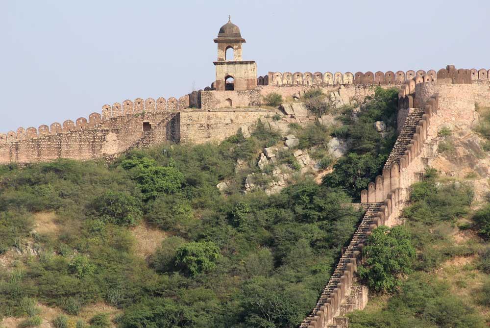 surrounding-amer-fort-jaipur-india