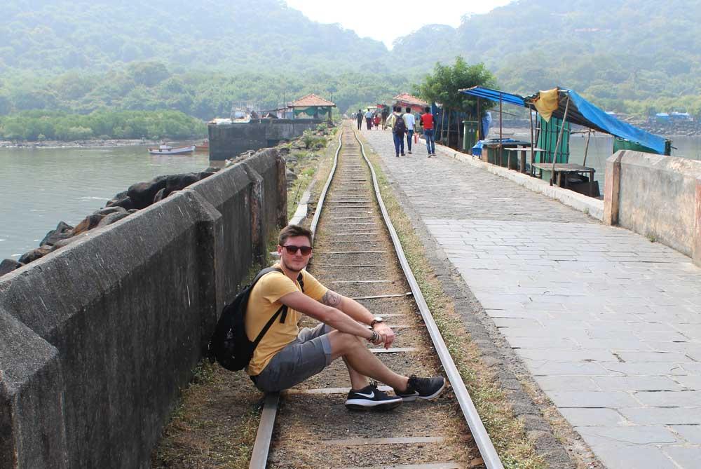 train-elephanta-caves-mumbai-bombay-india