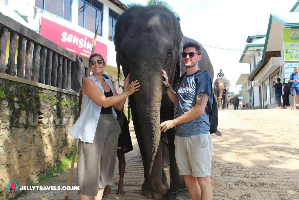 Pinnewala-Elephant-Orphanage-bathing-kandy-sri-lanka