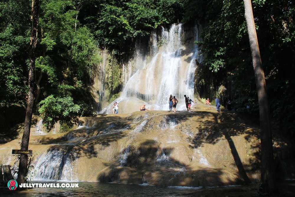 Sai-Yok-Noi-Waterfall-kanchanaburi-thailand