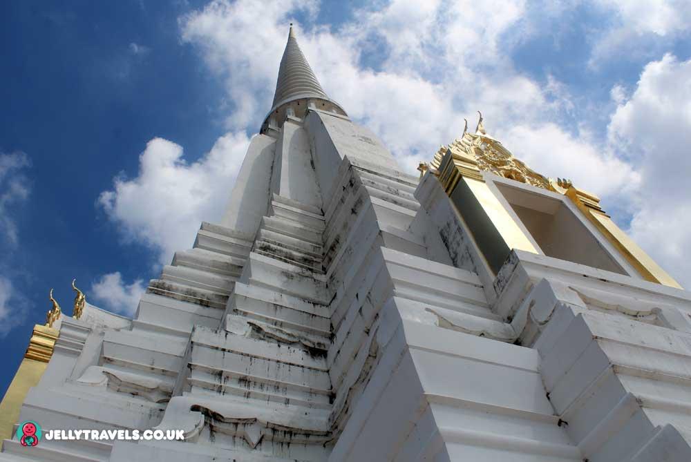 Wat-Phu-Khoo-Thong-Ayuthaya-thailand