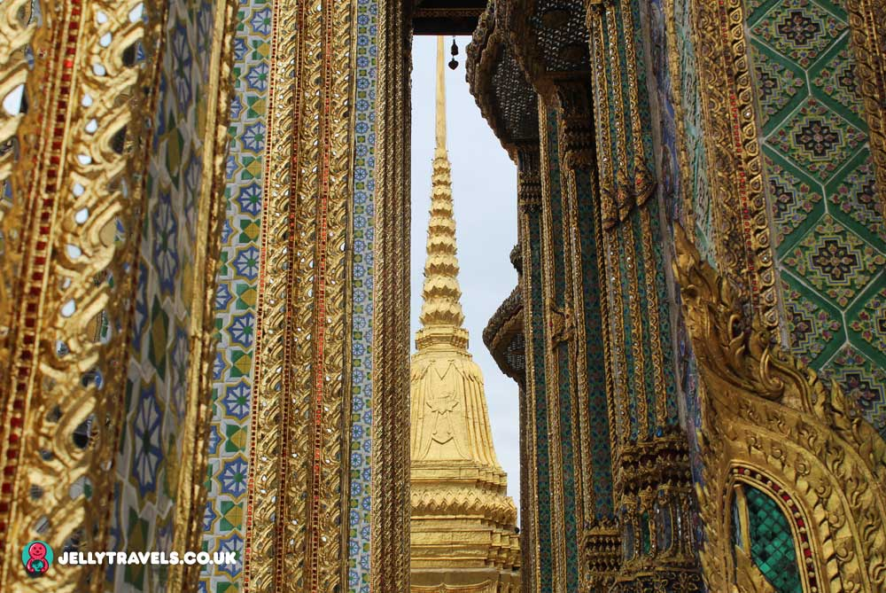 decorative-pillar-grand-palace-bangkok-thailand