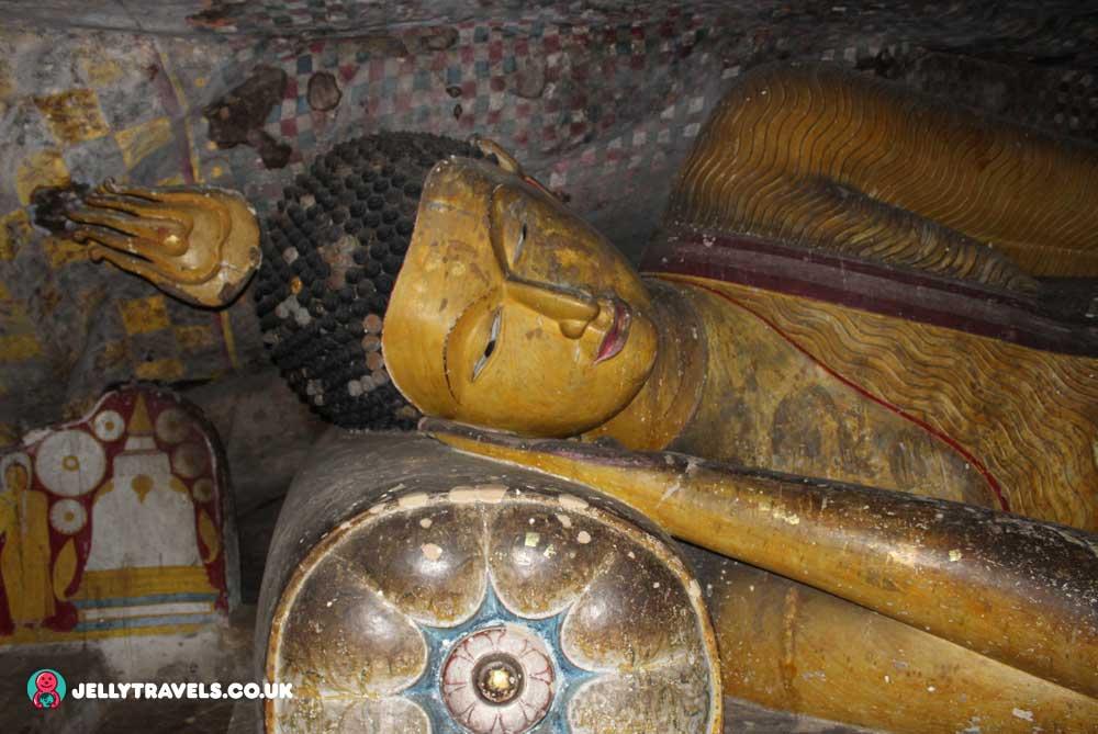 reclining-buddha-dambulla-cave-temple-dambulla-sri-lanka
