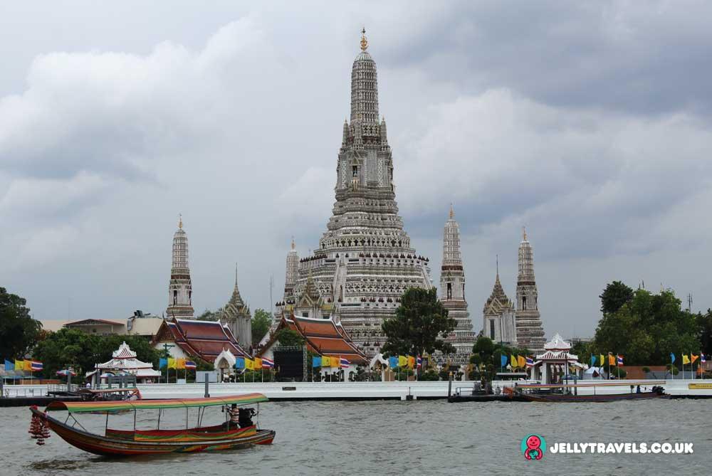 wat-arun-day-bangkok-thailand