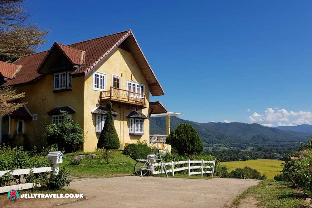 coffee-in-love-yellow-house-pai-thailand