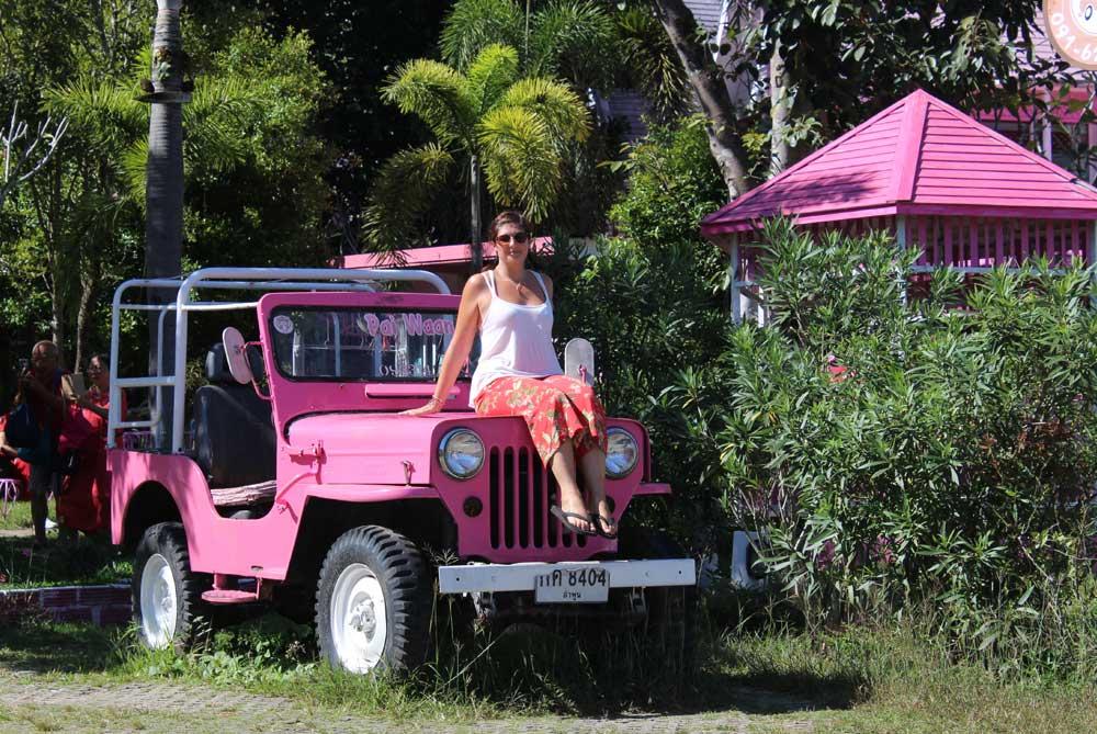 kelly-pai-waan-pink-house-pai-thailand