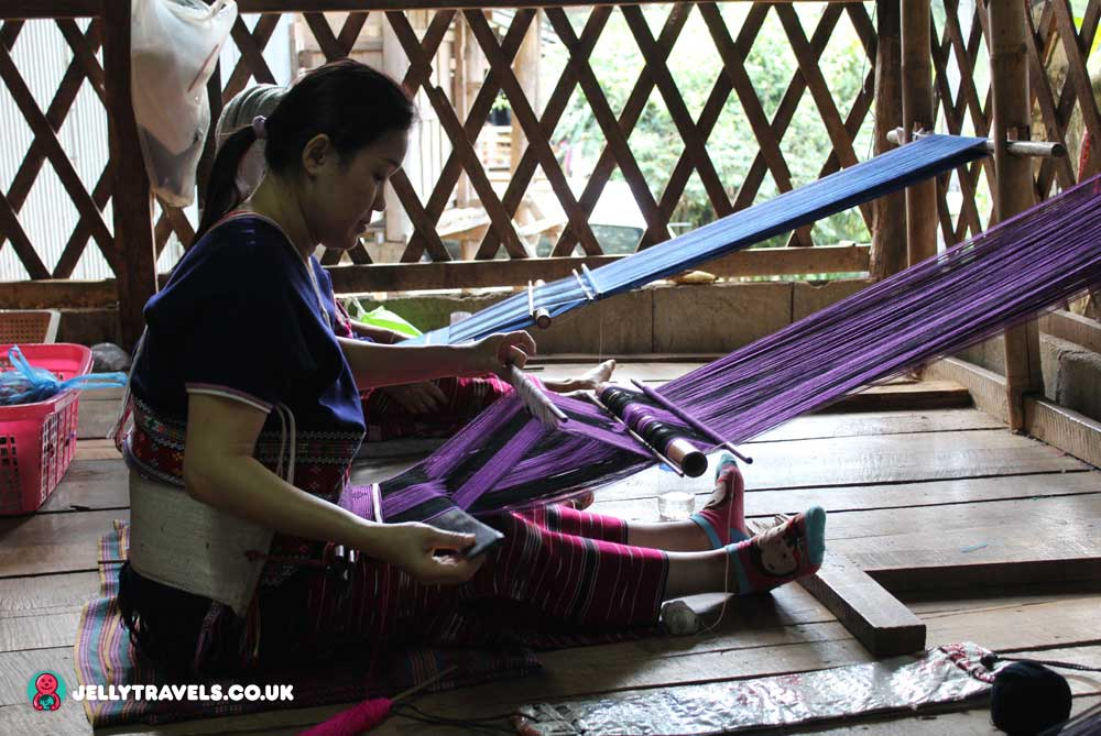 loom-local-village-chiang-mai-thailand