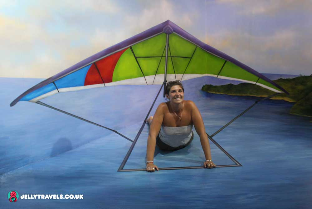 paraglide-trick-eye-museum-phuket-thailand