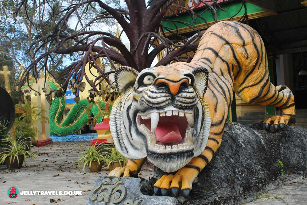 tiger-cave-temple-entrance-krabi-town