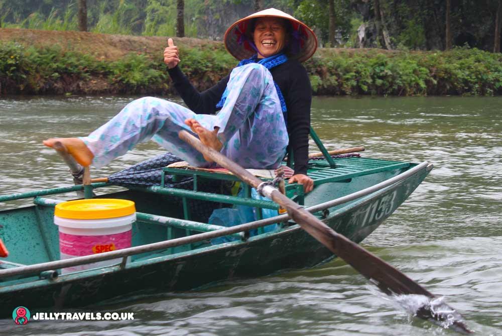 Hoang-Long-River-boat-woman-hanoi-vietnam