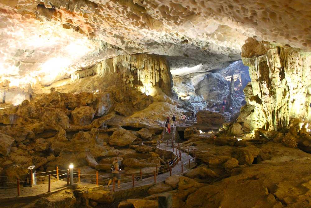 Me-Cung-Cave-ha-long-bay-vietnam