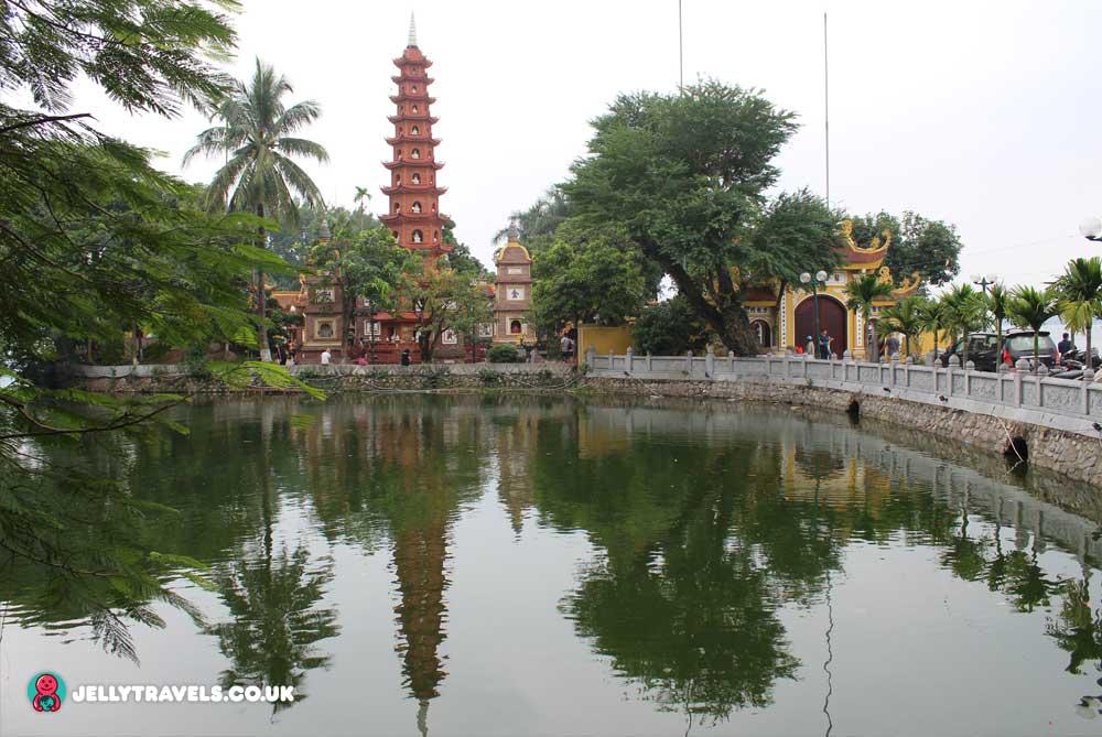 Tran-Quoc-Pagoda-hanoi-vietnam