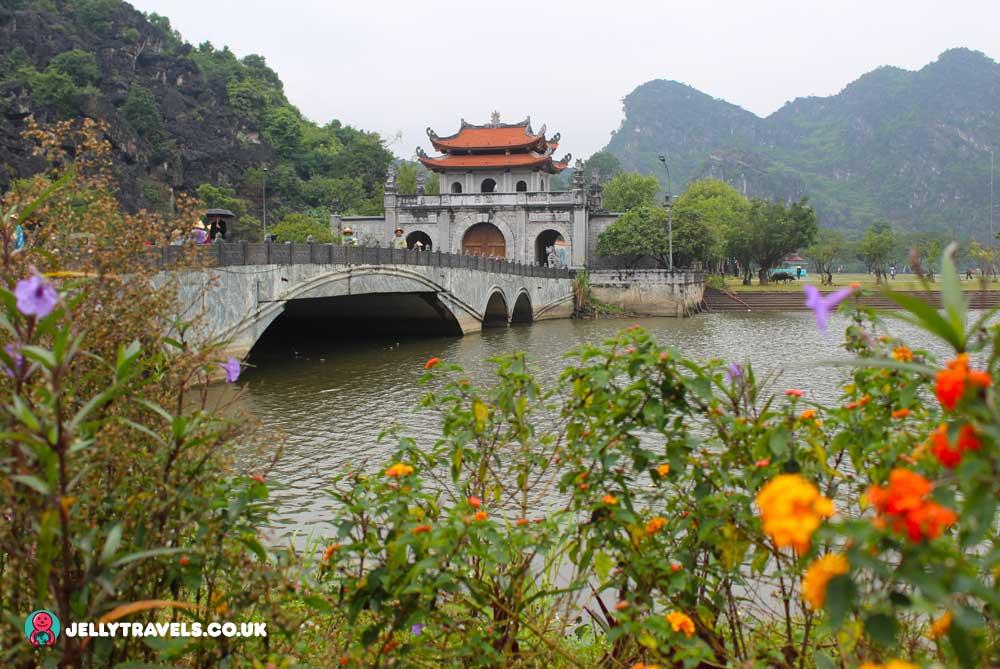 dinh-&-Le-Dynasty-Temples-bridge-hanoi-vietnam