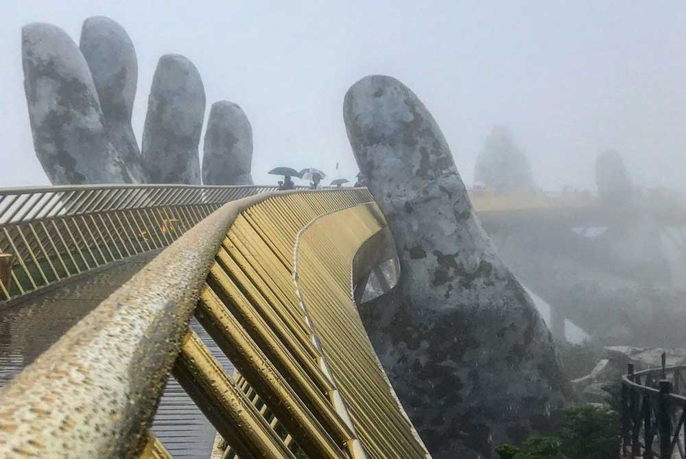 golden-bridge-hands-of-gold-ba-na-hills-da-nang-vietnam