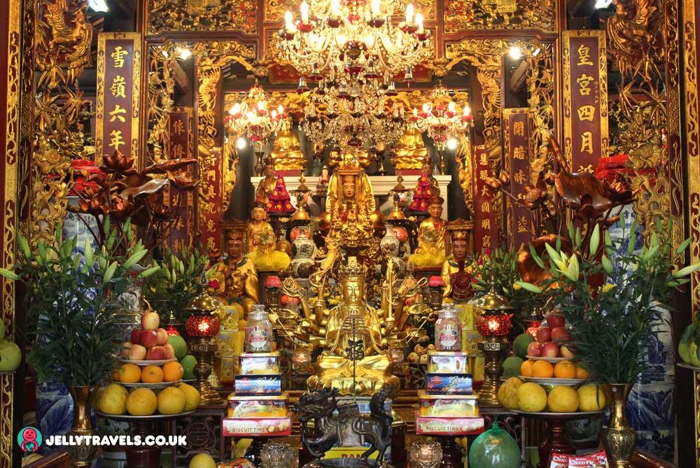 one-pillar-pagoda-hanoi-vietnam