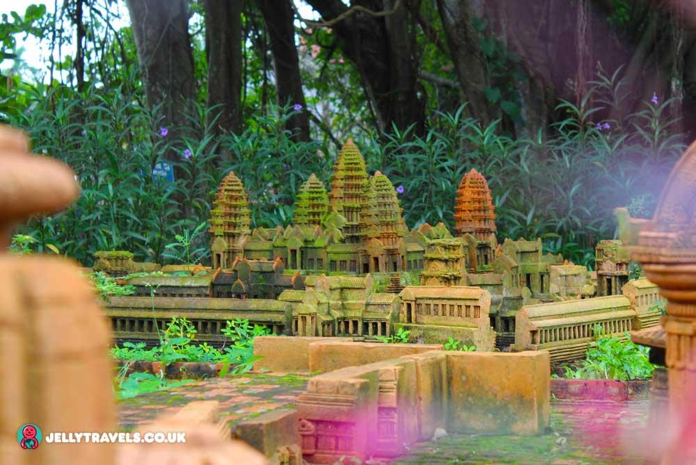 terracotta-village-angkor-wat-hoi-an-vietnam