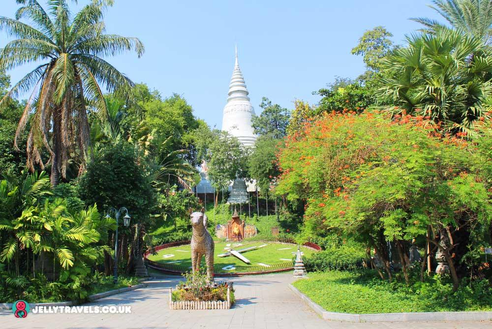 Wat-Phnom-Temple-Park-phnom-penh-cambodia