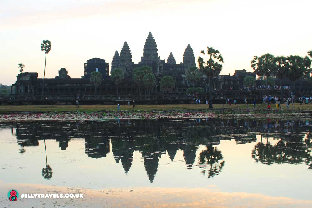angkor-wat-temple-sunrise-light-siem-reap-cambodia