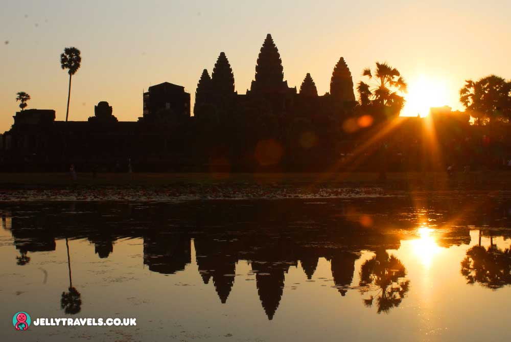 angkor-wat-temple-sunrise-siem-reap-cambodia