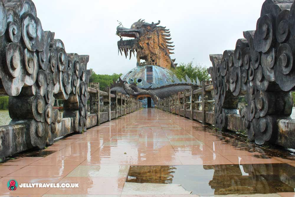 dragon-aquarium-huey-thien-abandoned-waterpark-hue-vietnam