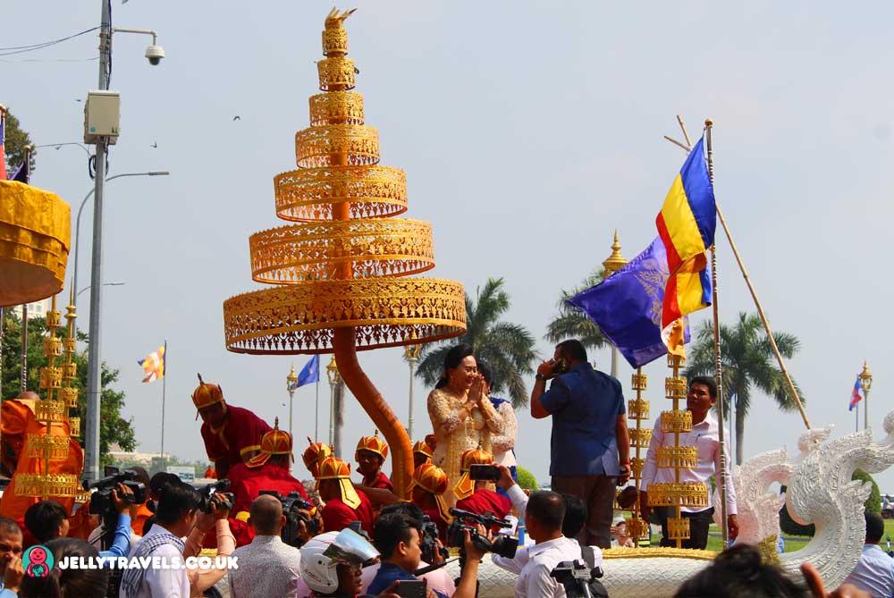 royal-palace-gathering-phnom-penh-cambodia