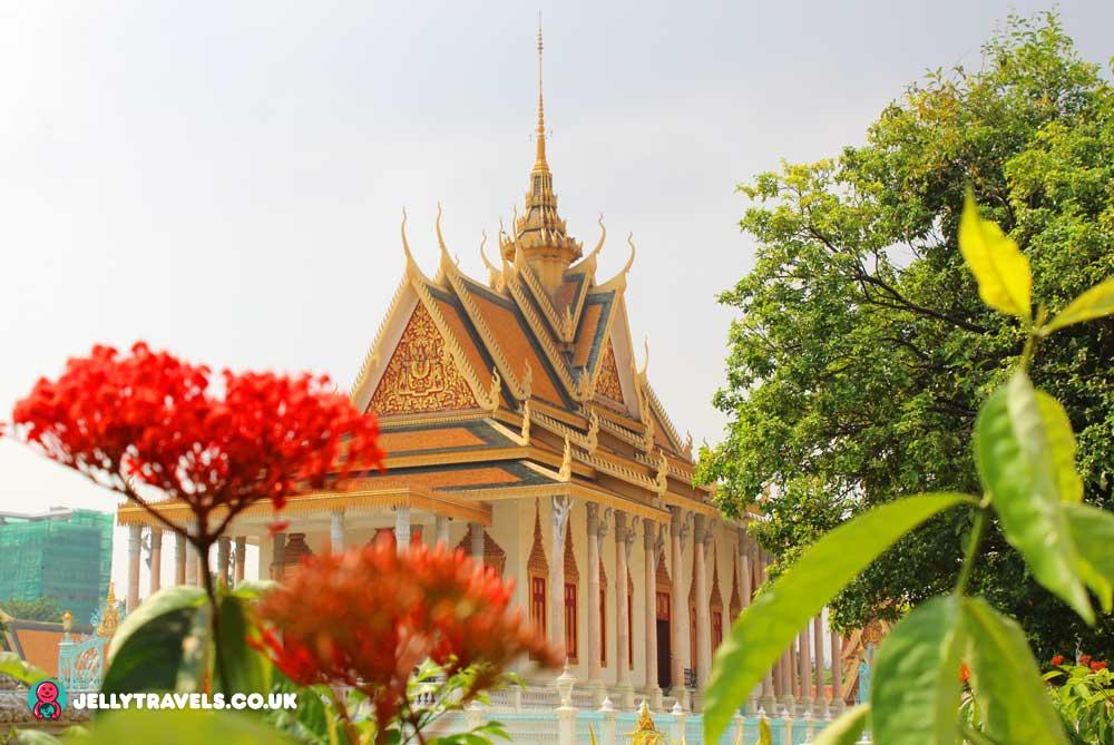 silver-pagoda-emerald-budha-royal-palace-phnom-penh-cambodia