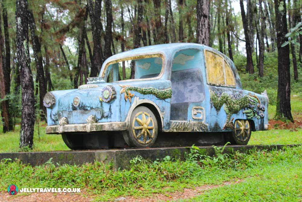 vw-beetle-huey-thien-abandoned-waterpark-hue-vietnam
