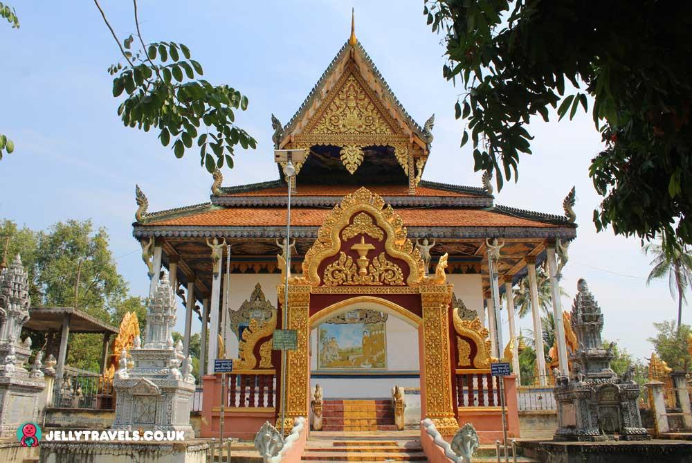 kampong-pil-pagoda-battambang-cambodia