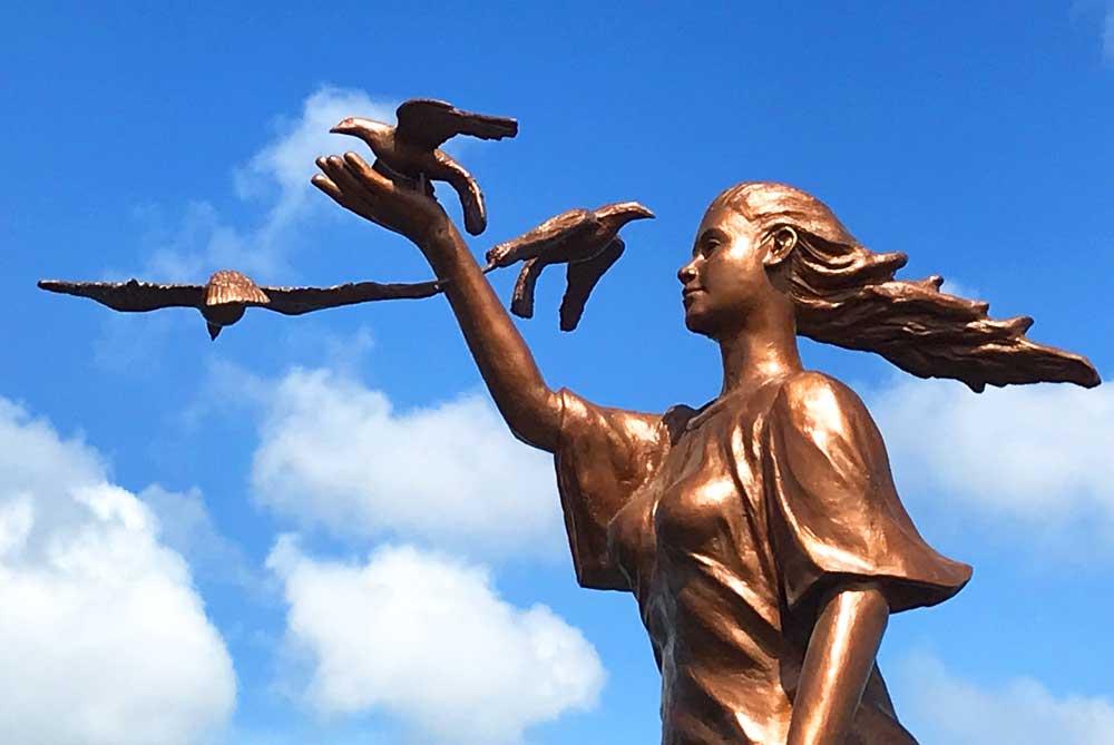 Baywalk-Promenade-statue-puerto-princesa-philippines