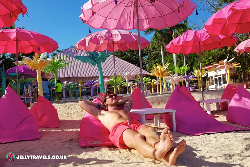 pink-loungers-happy-beach-cebu-philippines