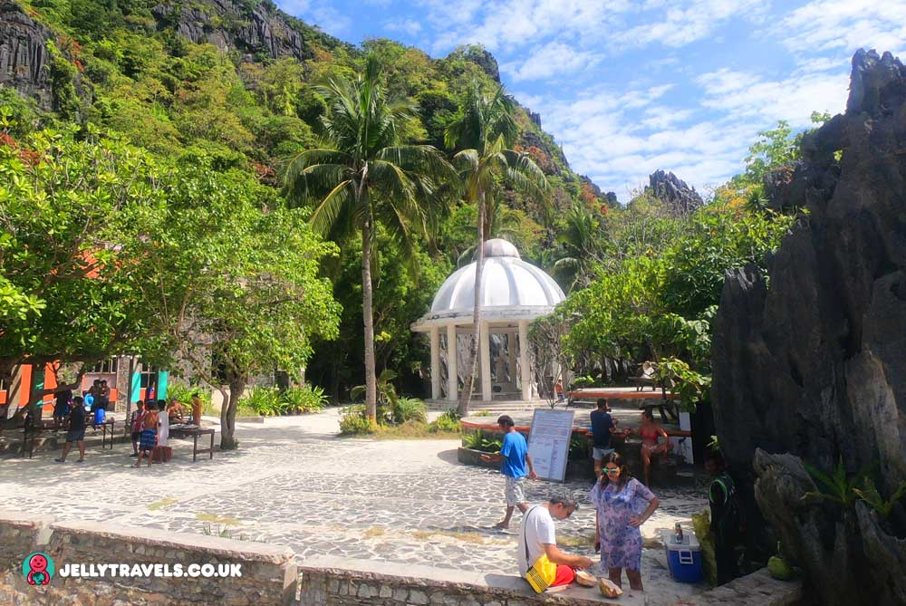 tour-c-Matinlor-Shrine-island-el-nido-palawan-philippines